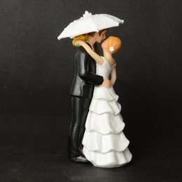 Umbrella-Design-Bride-and-Bridegroom-Resin-Wedding-Cake-Decoration-Black-and-White_3_nologo_600x600.jpeg