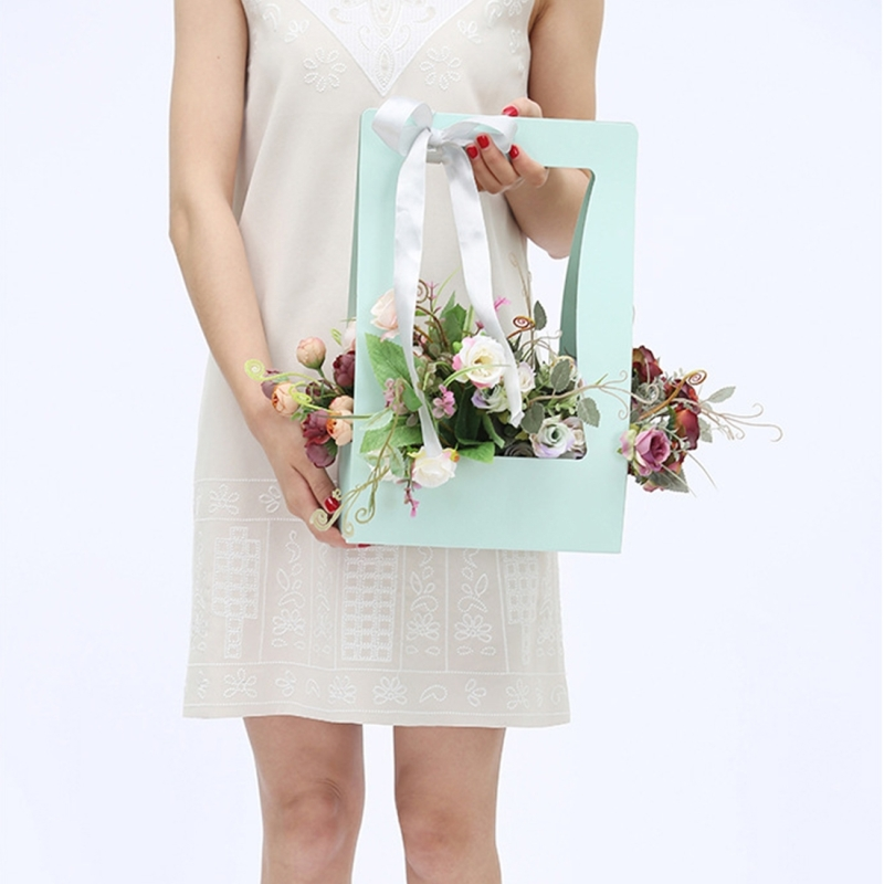 Paper Flower Basket Portable Basket Flowers Carton Packing Waterproof Florist Fresh Flower Carrier Box Portable Flowers Boxes (Random Color)