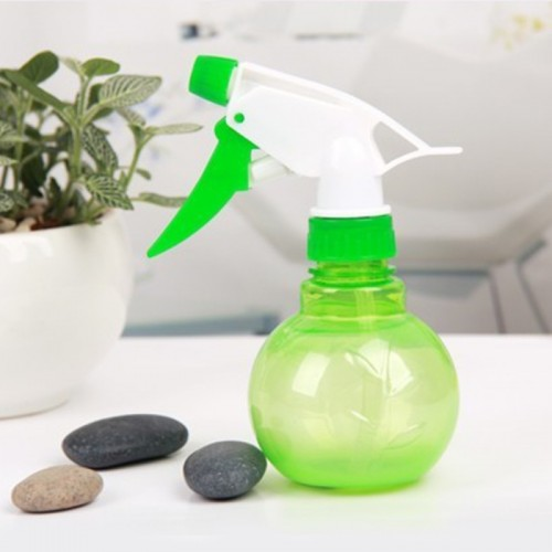 2 PCS Round Small Watering Can Squeeze Sprayer Watering Bottle Hand-held Watering Cans Hand Pressure Watering Pot (Random Color)