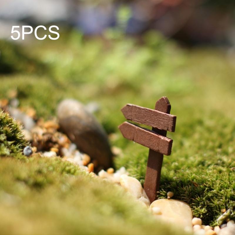 5 PCS Mini Wooden Fences Signpost Garden Ornament DIY Plant Labels Pots Scenery Decoration Micro-landscape DIY Ornaments Multi-meat Wooden Ornaments (Random Color)