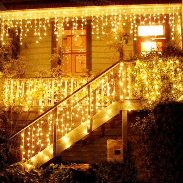 5 Unique Residential Landscape Lighting Design Ideas: Christmas 4M 96 LED Curtain Icicle String Lights 220V