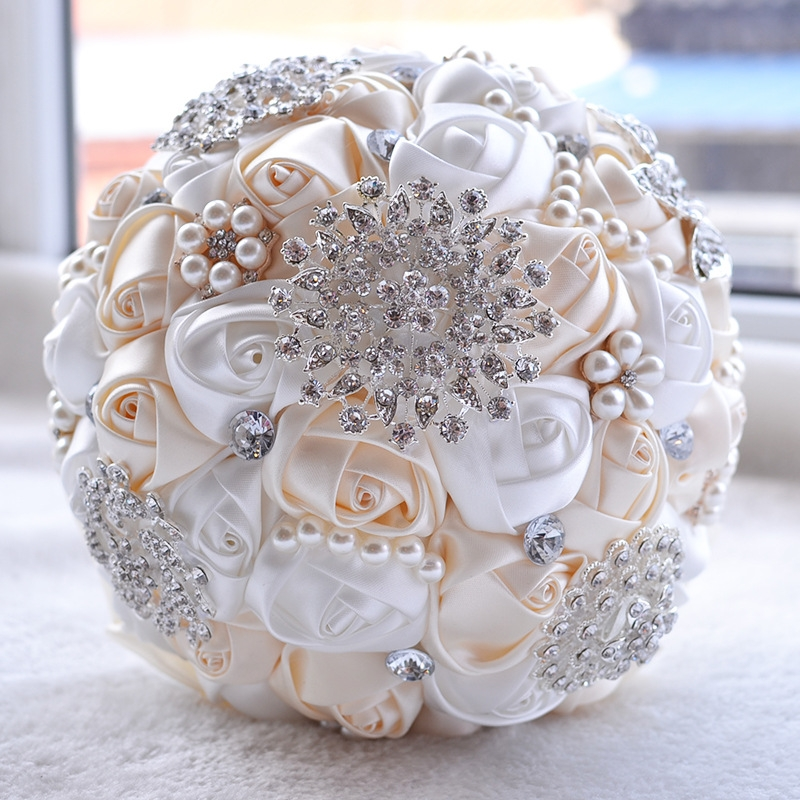 Wedding Holding Pearl Diamond Flowers Bridal Bouquet ...