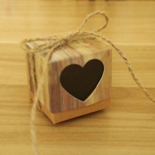 100 PCS Wedding Wood Grain Black Heart-shaped Pattern Hollowed-out Kraft Paper Sugar Box