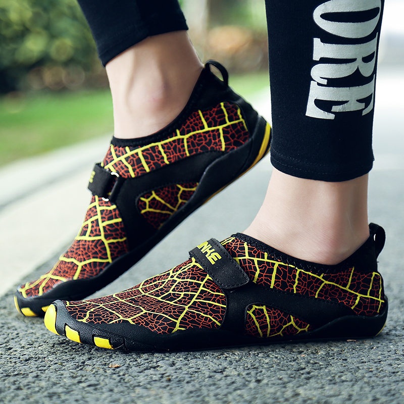 Big Size Men Sports Quick Drying Water Shoes Printed Breathable Beach Shoes Flats