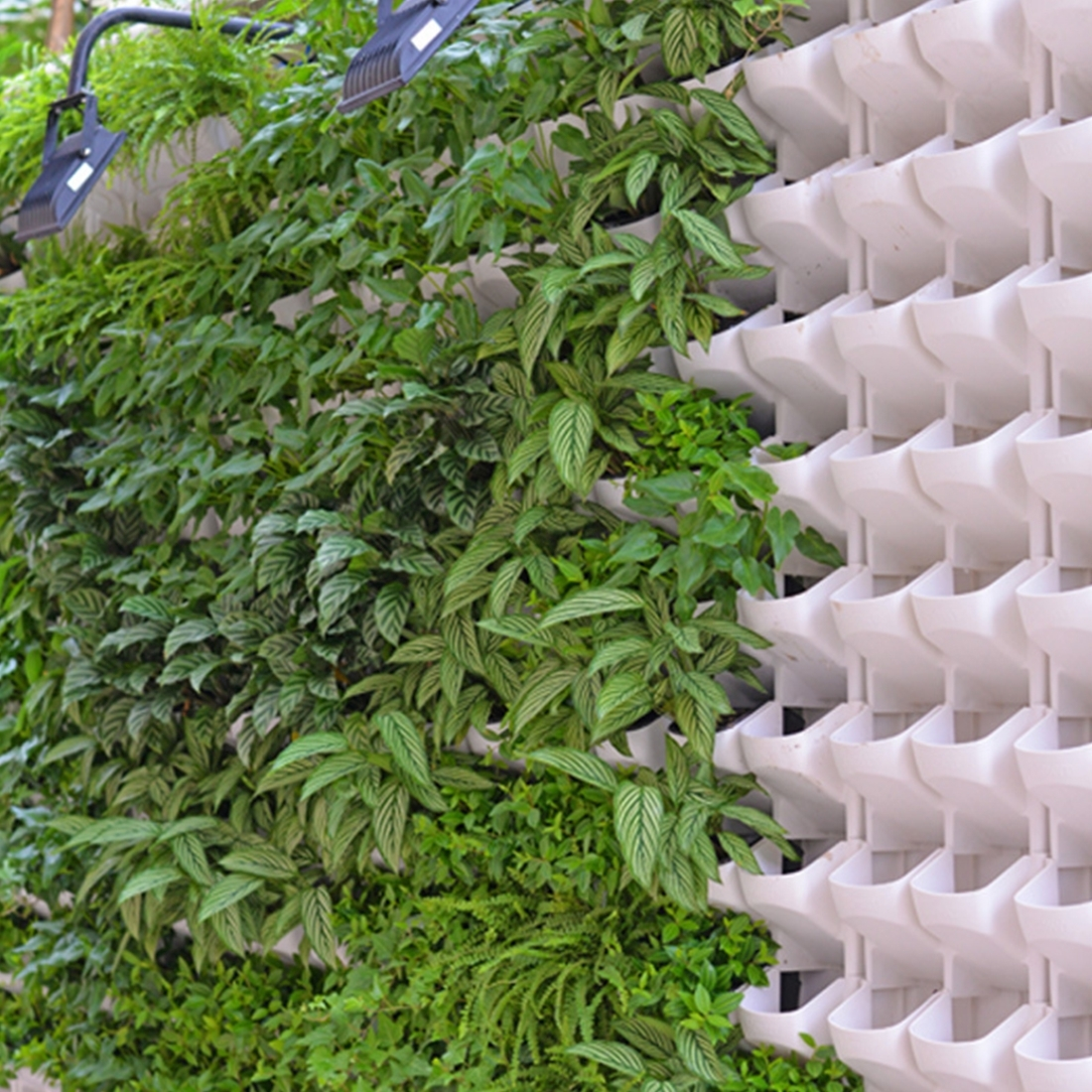 PP Planter Flower Pot Wall Hanging Garden Hanging Stackable Garden Supplies (White)