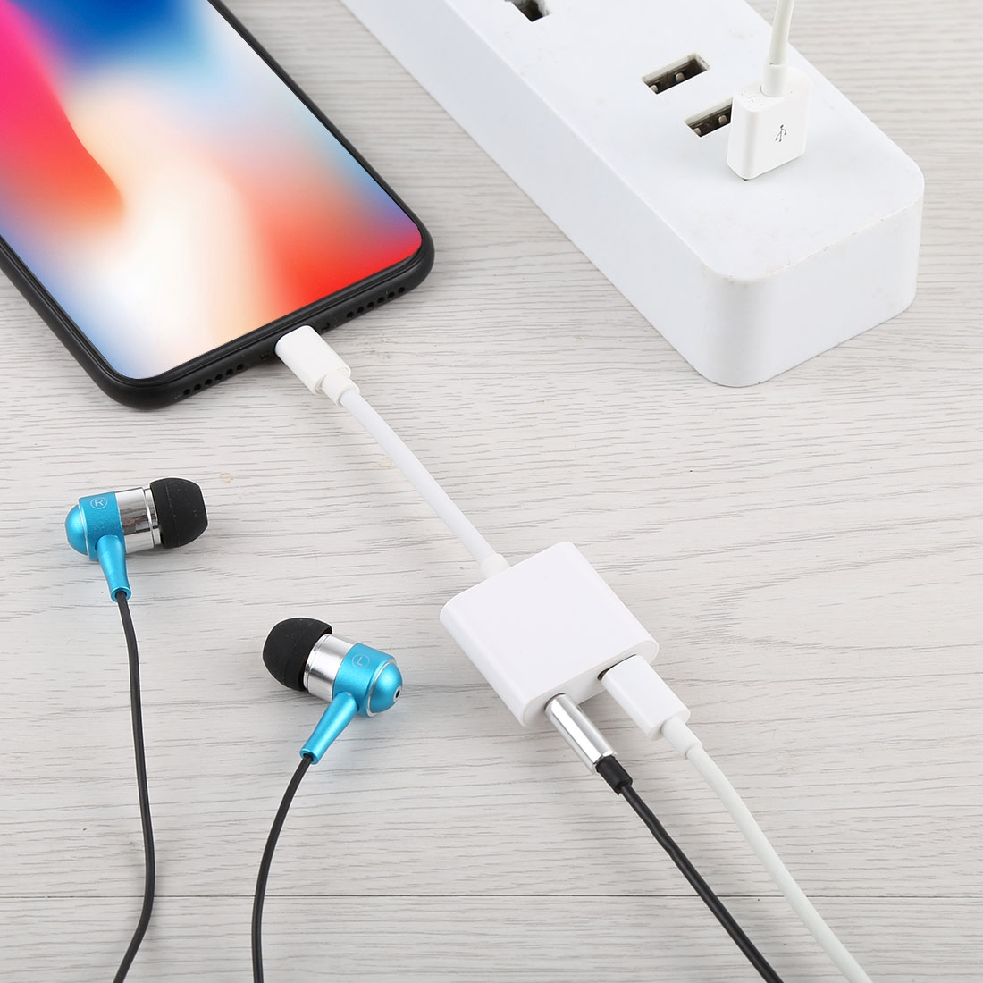 8 Pin Female + 3.5mm Audio Female to 8 Pin Male Charging & Listening Converter Adapter, For iPhone XR / iPhone XS MAX / iPhone X & XS / iPhone 8 & 8 Plus / iPhone 7 & 7 Plus / iPhone 6 & 6s & 6 Plus & 6s Plus / iPad, Support iOS 11.3 System