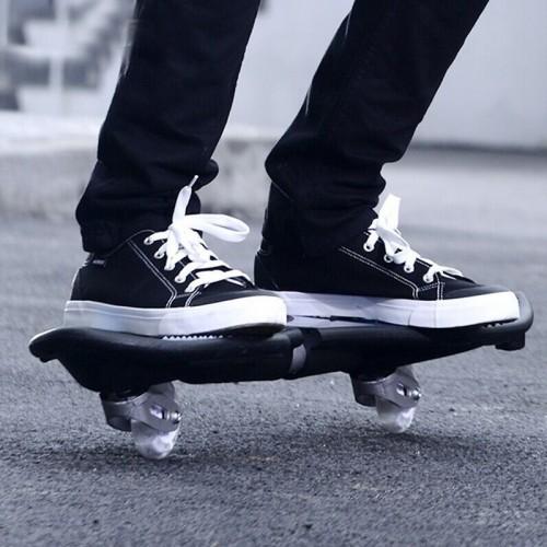Fashion Vulcan Pattern Two-wheeled Skateboard Luminous Flash Wheel Vitality Board (Black)