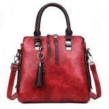 Casual PU Shoulder Bag Ladies Handbag Messenger Bag with Tassel and Cat Pendant (Red)