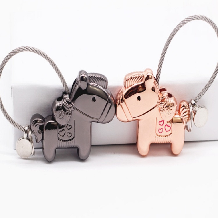 Couple Keychain with Magnet Creative Metal Small Gift Car Bag Pendant (Chrome)