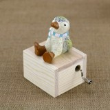 Mini Cute Animal Wooden Hand-cranked Music Box, Music: City in the Sky (Little Penguin)