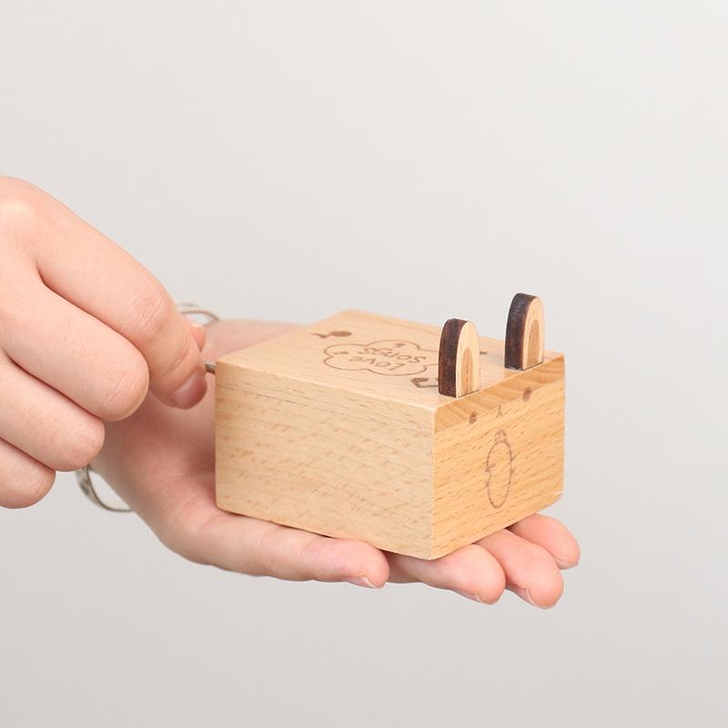 Wooden Creative Hand Shake Music Box Music Children Birthday Gift Student Gift (Maverick)