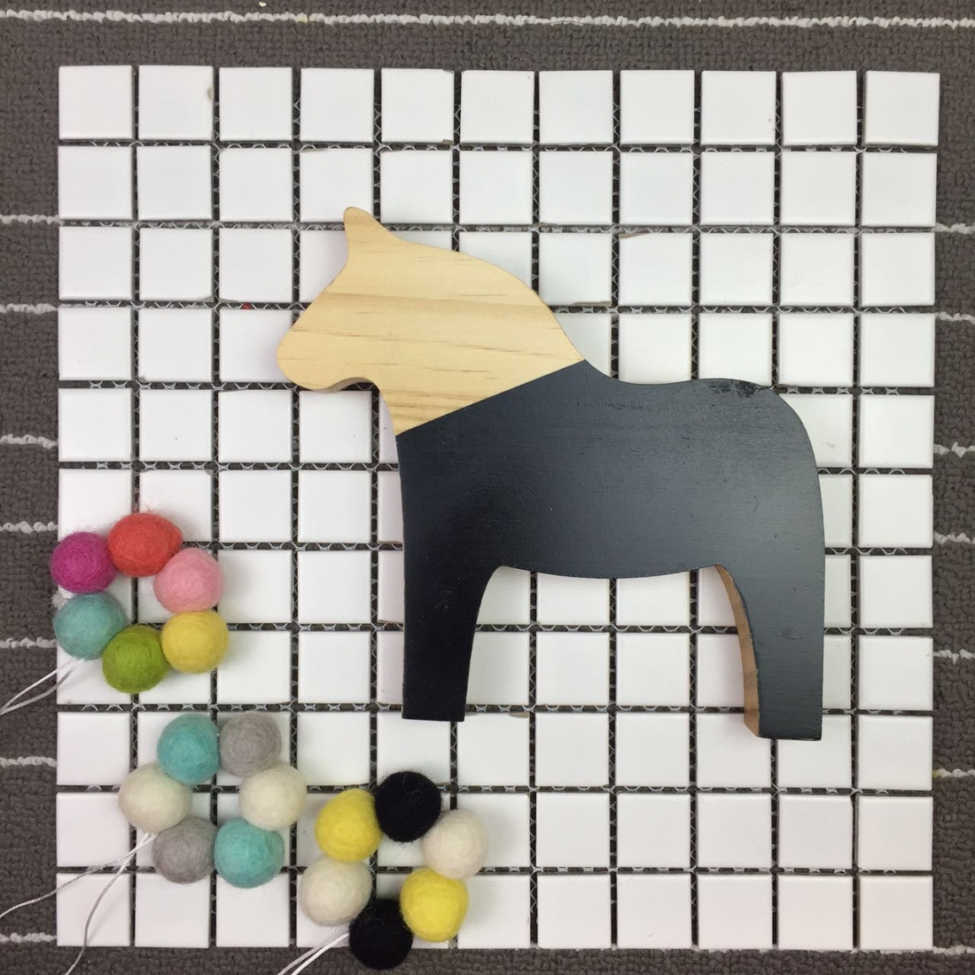 Wooden Pony Ornaments Children Room Toys Creative Photography Photo Props (Black)
