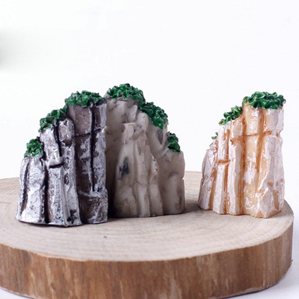 2 PCS Moss Micro Landscape Decoration Simulation Rockery Resin Decoration, Random Color Delivery